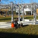 Les sculptures devant la fac